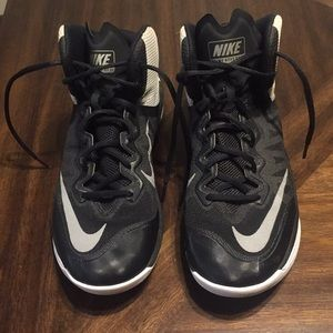 Nike primehype basketball shoes size 9
